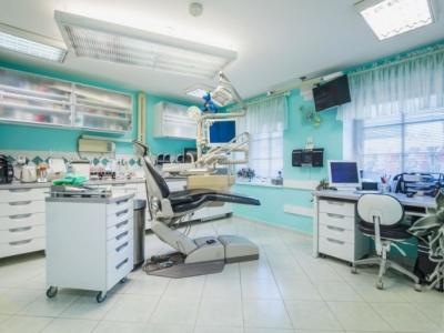 Zubní lékař - Praha Smíchov 100 000 Kč