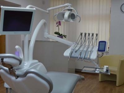 zubní instrumentářka
