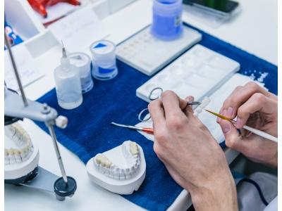 Zubní technik CAD/CAM od 100 000 Kč